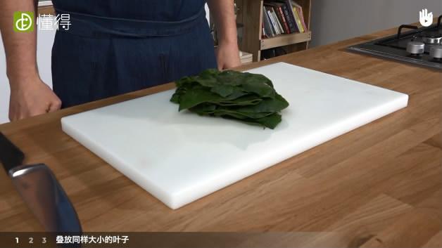 菠菜怎么切-叠放同样大小叶子