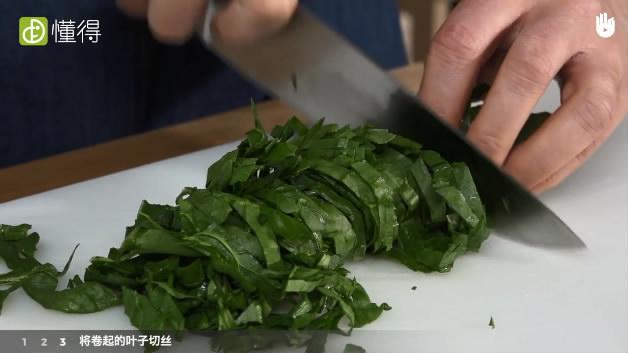 菠菜怎么切-将卷起的叶子切丝