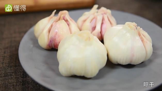 糖蒜的腌制方法-蒜处理好之后晾干